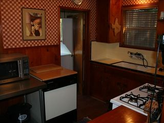 Lake Arrowhead cabin photo - Charming and fully equipped kitchen