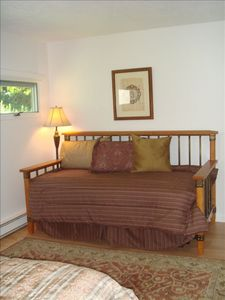 Trundle Bed in Queen Room