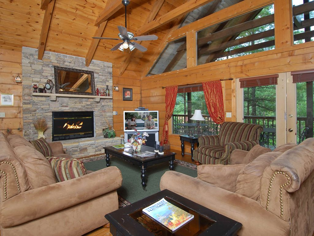 Premier cabin surrounded by the great smoky vrbo for Premier smoky mountain cabin rentals