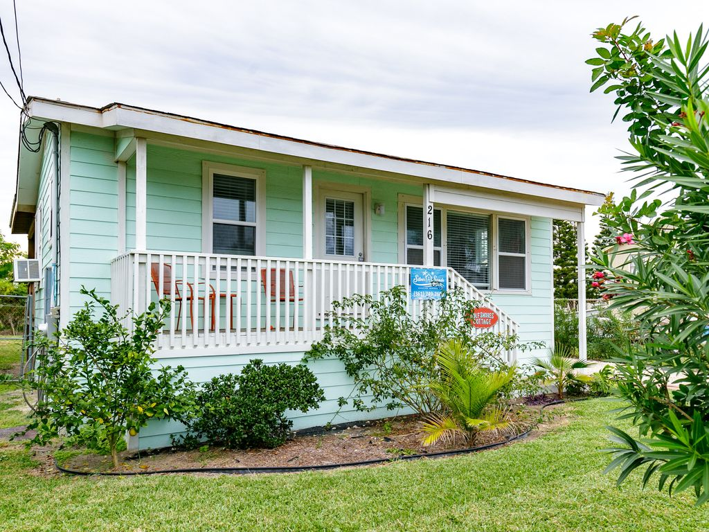 Gulfshore Cottage Pet friendly,fenced... - HomeAway Port ...