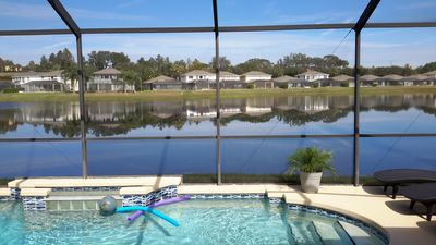 Tropical, Cozy Lakefront Villa! Private pool; 5 mins to Disney; Gated Community!