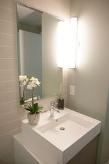 Toronto condo photo - Modern washroom