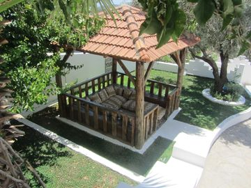 Villa Dreams cushioned gazebo