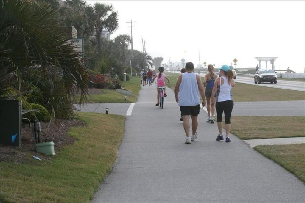 5 mile jogging/walking/cycling path paralleling the Gulf of Mexico