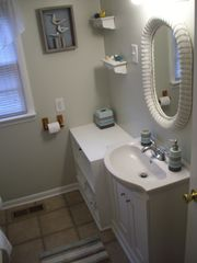 Colonial Beach cottage photo - Main bathroom for the house