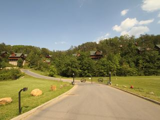 Pigeon Forge cabin photo - Front gate #2
