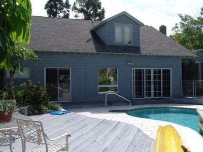 Villa with pool, 2 minutes walk to Shell Road Beach.
