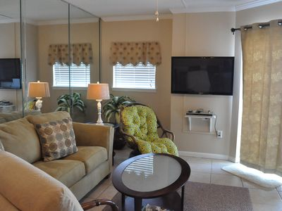 Lovely living area with 43 inch HD TV and Free Wifi!