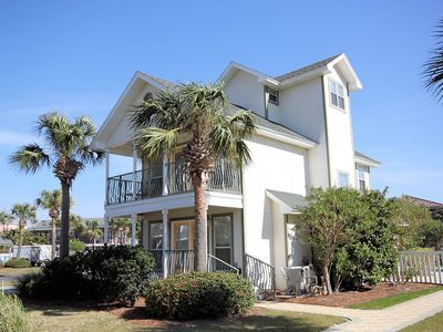 Shell Seeker Offers Private Pool and Gulf Front Pool - Very Short Walk To Beach