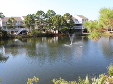 3 BR / 3.5 BA HOUSE - DOG FRIENDLY - POND FRONT - SLEEPS 7