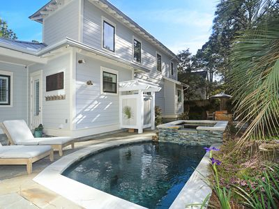 458 Wood Beach Drive by Royal Destinations-Luxurious Spa~Carriage House~Pool