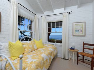 La Jolla house photo - Ocean view bedroom with two twin beds in a trundle