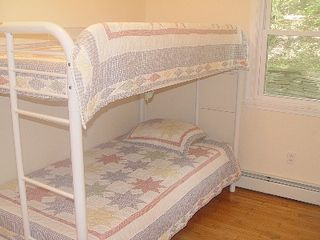 Lake Wallenpaupack house photo - Bunk beds - bring the kids!