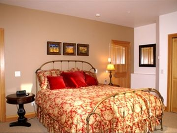 2nd Fl: Master Suite w/ King Bed, Private Bathroom with Shower & Jetted Tub