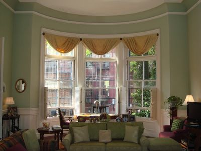 Gorgeous bay window dining area