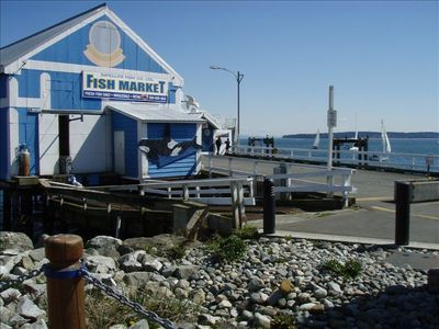A great place to buy fresh fish, just 3 blocks from the condo.
