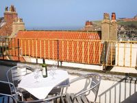 THE CAPTAINS HIDEAWAY, pet friendly in Whitby, Ref 12116