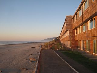 Lincoln City condo photo