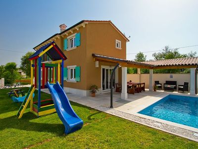 Charming 3 bedroom property with private swimming pool