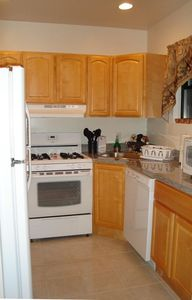 KITCHEN FULLY  EQUIPED/ MICROWAVE / DISHWASHER/ DISHES