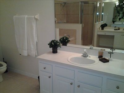 Villa Sol house rental - Gorgeous ensuite with his and hers sinks, large seperate shower and soaker tub.
