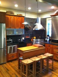 Woodstock cottage rental - The Kitchen, Stainless Steel Appliances, Honed Granite Counter, Bertazzoni Stove