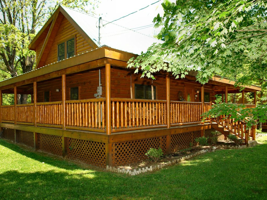 Pigeon forge cabin near downtown 3br trouthouse vrbo - 7 bedroom cabins in pigeon forge ...