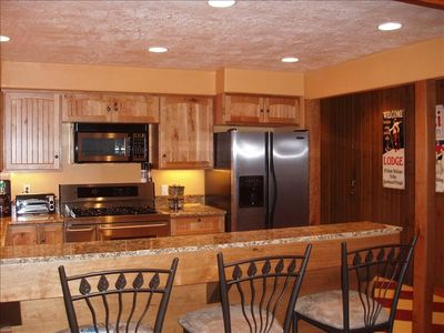 Full Size Kitchen Breakfast Bar Seats 4 Flat Screen TV Ski In Ski Out