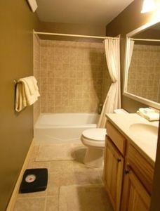 Custer lodge rental - second bath