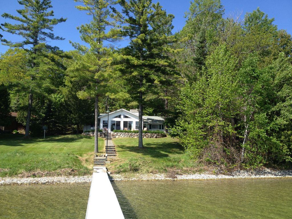 Updated burt lake family cottage vrbo for Vacation cottage