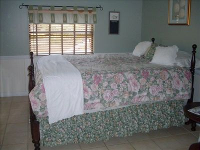 Second Bedroom in Guest House on Cotee River, comfy beds and pillows