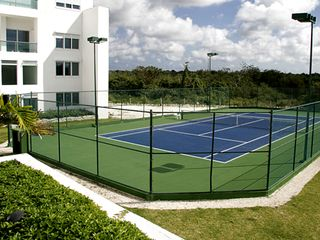 Cozumel condo photo - Lit tennis court for evening play