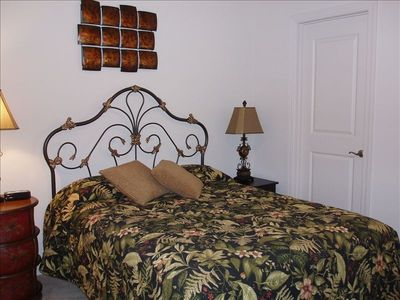 Large 2nd Bedroom with Queen Bed