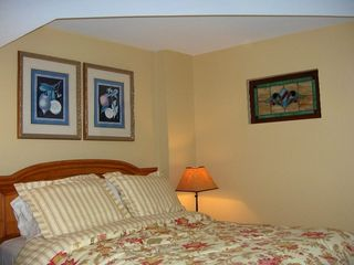 Palmetto Dunes condo photo - Second suite with queen size bed. Sun streams through the stained glass inset.