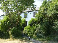 Secluded 3-bed cottage in Cornwall with sea and rural views, 10 mins walk to beach