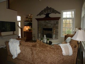 Main level Living Room with propane fireplace and flatscreen.
