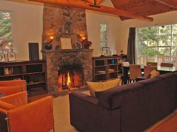 Timberland house rental - Adorable, romantic cottage has vaulted ceiling and crackling fire!