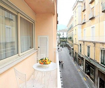 Appartamento Plinia D is a graceful apartment.  You will be in the center of Sorrento, where you will find restaurants, shops and public transportation.