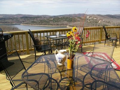 The Deer Pass Lodge-Brand 'New' Grand Deck-Overlooking Table Rock Lake