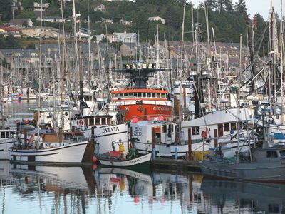 Commercial and pleasure boats docked in front of Sail Inn, Yaquina Bay
