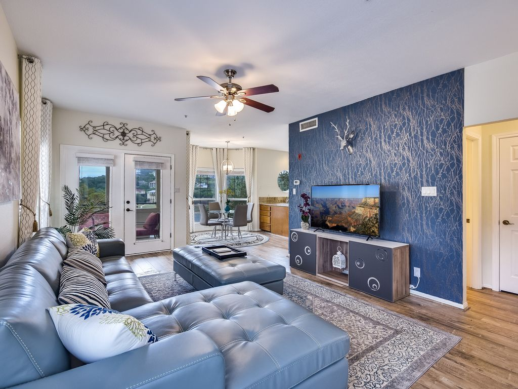 Stunningly Regal Lake Travis Island Condo with lakeview!
