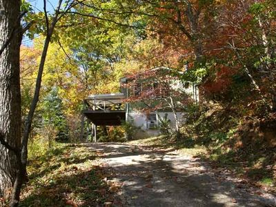 Vacation with nature in this peaceful and private wooded setting!