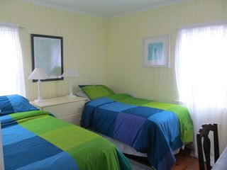 Wellfleet cottage photo - Twin beds/ desk and dresser
