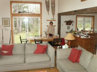 Middletown Springs lodge photo - Spacious family room great for entertaining
