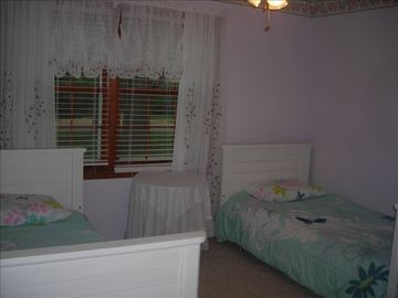 Bedroom 2 - Twin Beds