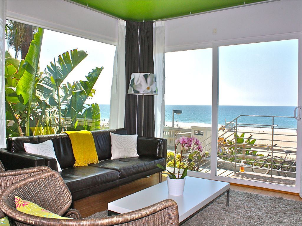 Swanky Oceanfront Studio! -- Right on the Strand!  Amazing Views!