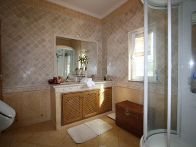 Bathroom 7 (Italian marble)