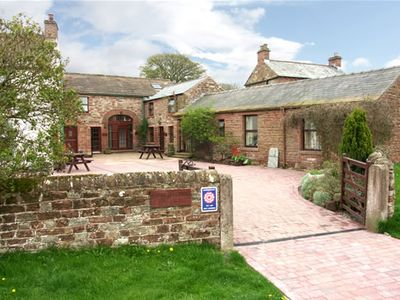 CHURCH COURT COTTAGES - YOUR COSY COUNTRYSIDE RETREAT !