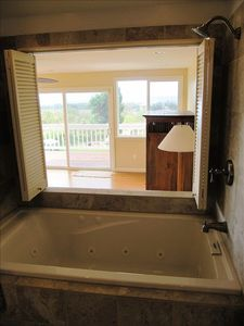 Jacuzi tub with ocean views