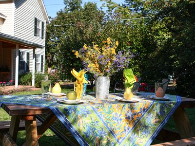 Oxford cottage rental - Picnic Table